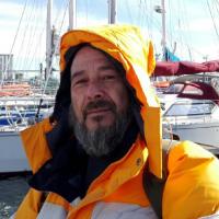 Fares Alvaro en el puerto sur de Chile