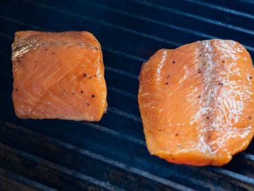 Analistas: Bloom de algas de Noruega elevará precio del salmón