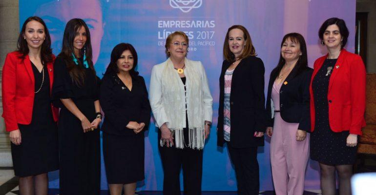 ProChile: 57% de las mujeres cree que no tiene las mismas oportunidades que los hombres para desarrollar su negocio en el exterior